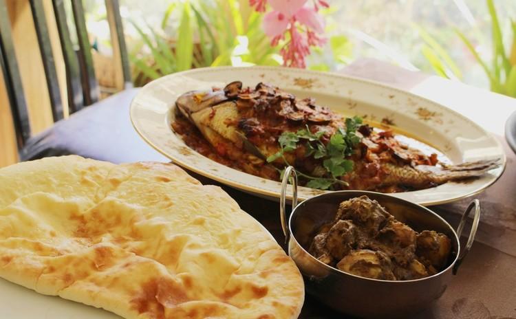 寒い冬に身体が温まるインド料理「祝鯛のオーブン焼き」「サンバルスープ」