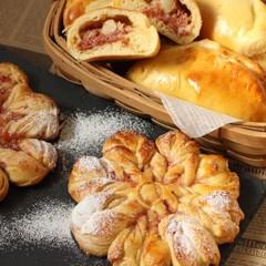 生地を手捏ねで♪雪の結晶パン2個コーンビーフパン6個ご試食付きレッスン