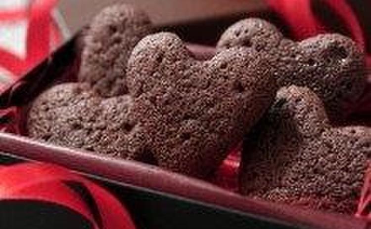 簡単!混ぜるだけの柔らかいハートのチョコケーキ