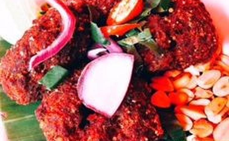 東北イサーンの香ばしい調味料、カオクワ(炒った米の粉)で簡単三品