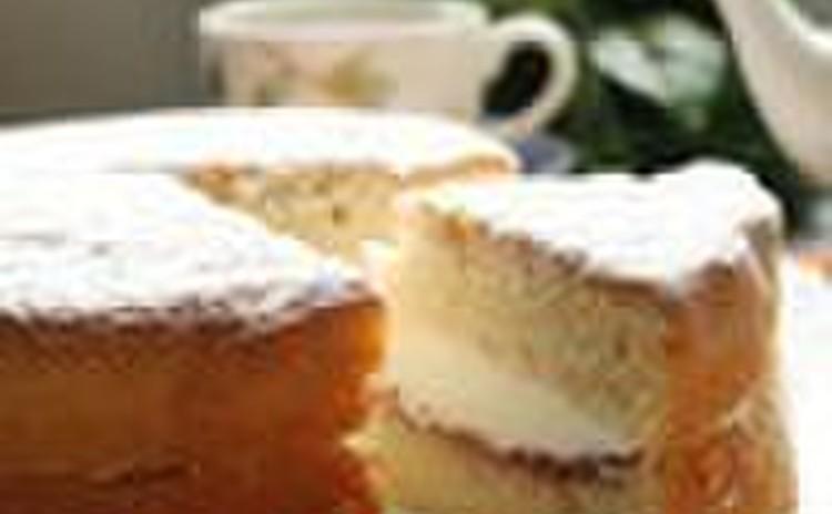 「ヴィクトリアケーキ」と紅茶でくつろぎのティータイム(15cm丸1台)