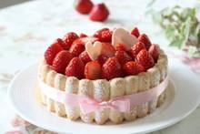 料理レッスン写真 - サク!フワ!のビスキュイ・キュイエールにイチゴのムース&ハートチョコ♡