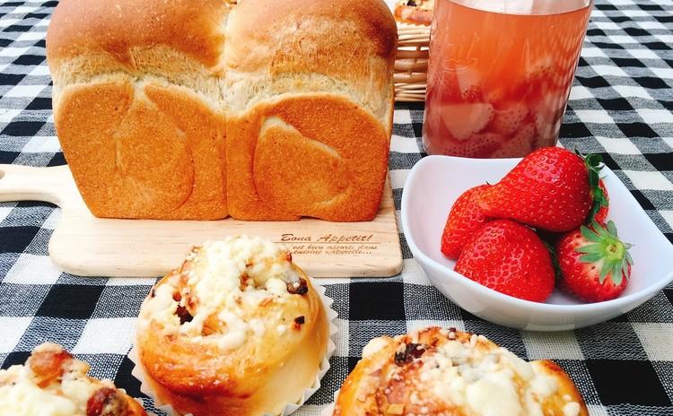 『いちご酵母食パン』と『ふわふわアーモンドショコラクランブル』