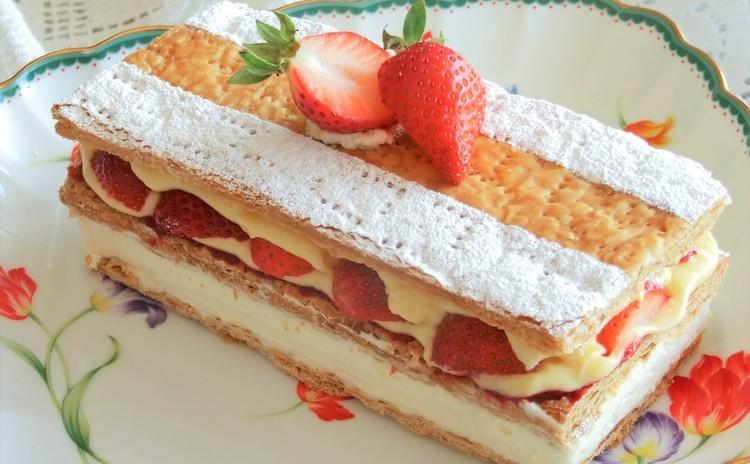 手作りパイ生地と二層仕立てクリーム☆苺のミルフィーユ
