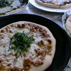 味わい深い天然酵母を使ったピザ生地で作る和風ピザ3種とキーマカレーピザ