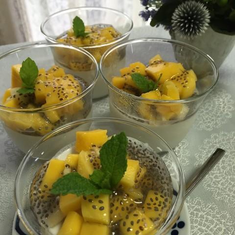 ココナッツミルクのパンナコッタ季節のフルーツわ添えて