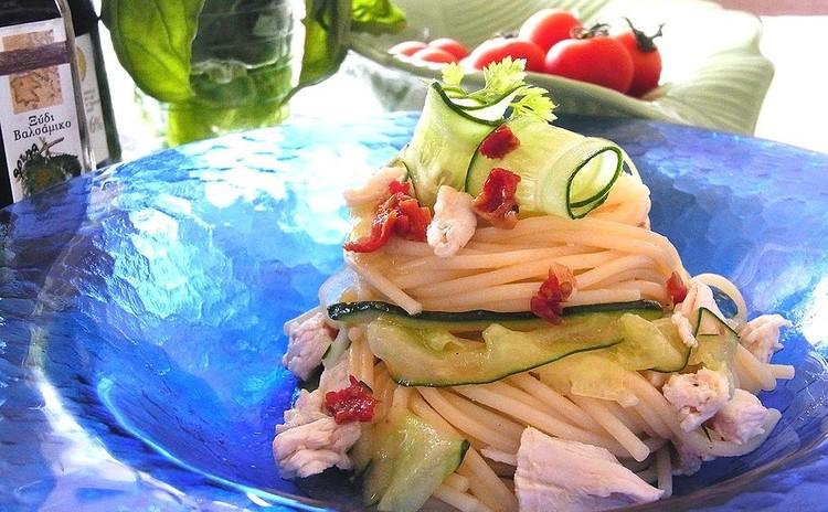 セミドライトマト・キュウリ・チキンの冷製パスタ