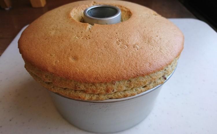 手作りの桜の花の塩漬けと米粉で作る桜のシフォンケーキとお豆腐生クリーム。1ホール作ってお持ち帰り!