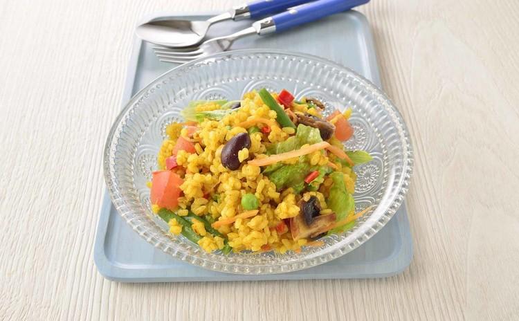 お米のカレー風味のサラダ