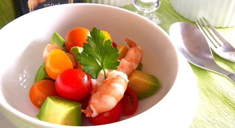 アボカド・トマト・シュリンプのハーブサラダ