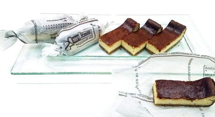 スティックタイプのニューヨーク・チーズケーキ♪ ベリーのソース添え