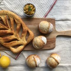 レモン酵母パン!バジルとチーズのフーガス&プチパン、自家製レモンピール