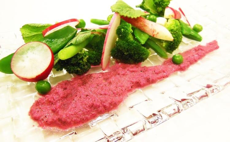彩りサラダ 赤い野菜のドレッシング