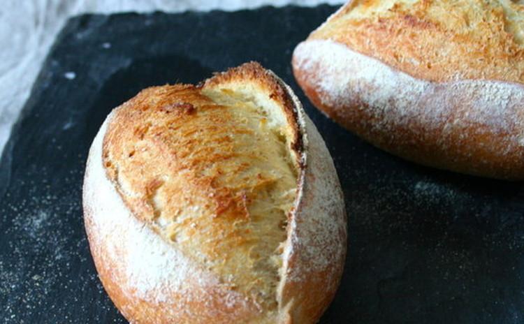 初級者さん大歓迎、自家製酵母パン!セモリナ粉ハードパン&キャロットラペ
