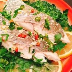 超時短で豪華なメニューです 白身魚のマナオ蒸しと甘エビのタイ風サラダ