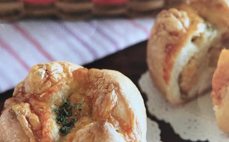 チーズがとろ〜り、パン屋さんのアンチョビポテトパン