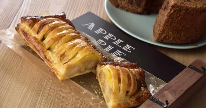 幸せ溢れる♡アップルパイ&濃厚チョコレートシフォンケーキ