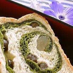 おうちで作れるキット付き★初心者でも簡単!春のヨモギと豆のロールパン