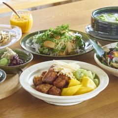 「黒酢の酢豚と果物と生姜の一皿」がメイン 初夏の和食