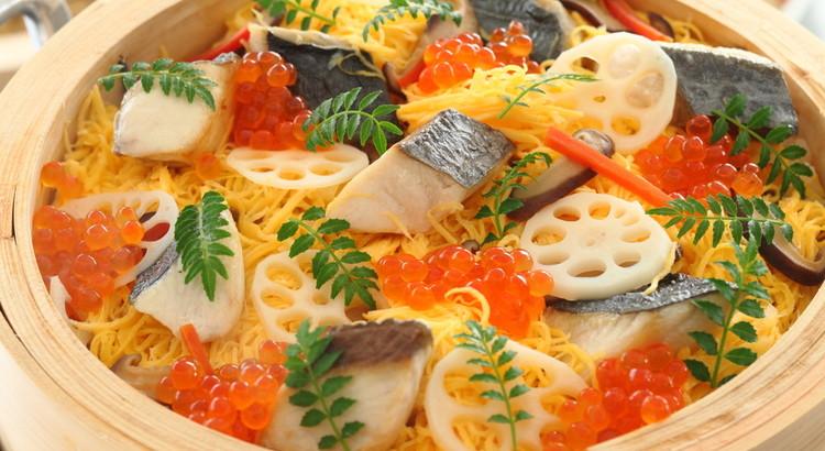 焼き鰆と錦糸卵の蒸し寿司