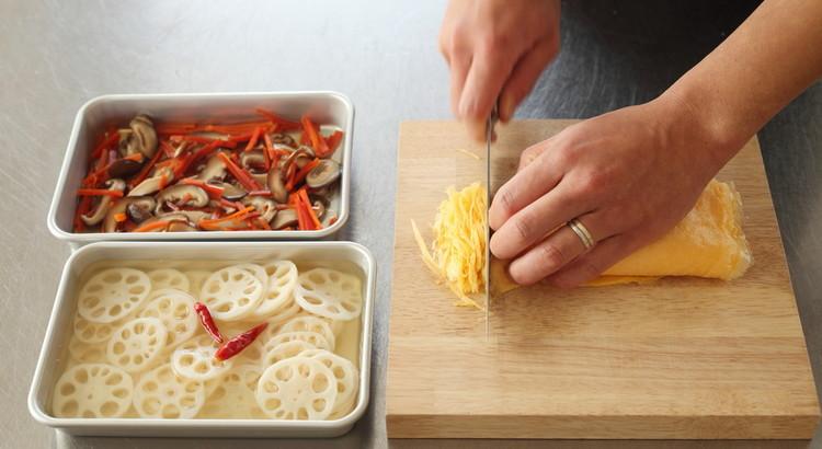 錦糸卵/酢蓮/椎茸と人参の含め煮