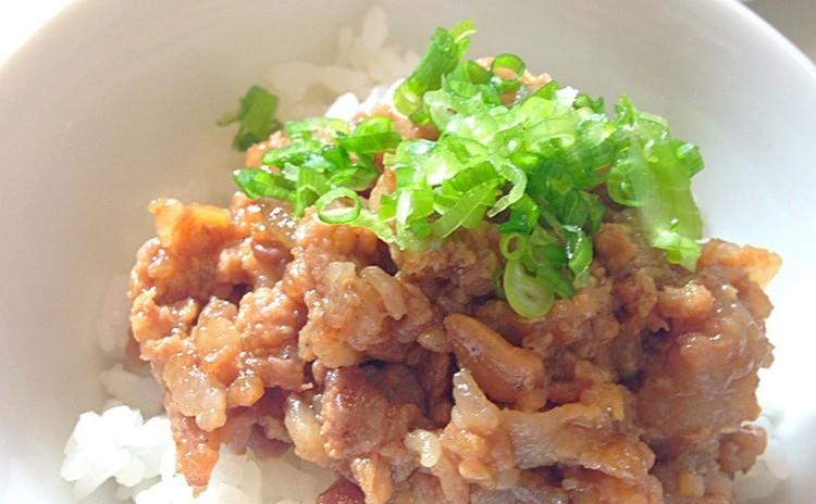 滷肉飯(ルーローファン)
