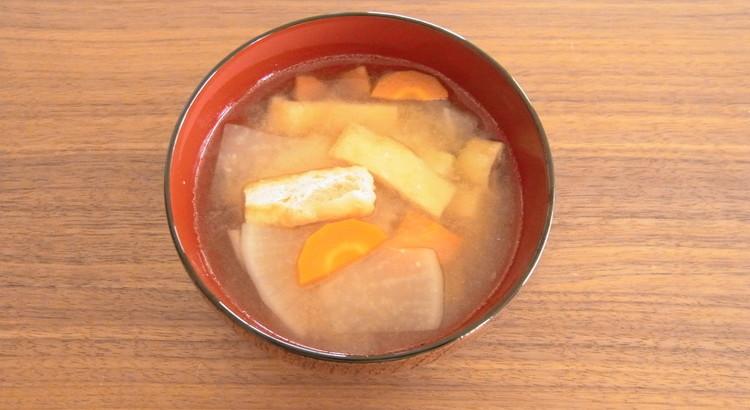 大根とにんじん、揚げのお味噌汁