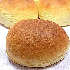 捏ねないパンと春キャベツのミネストローネ