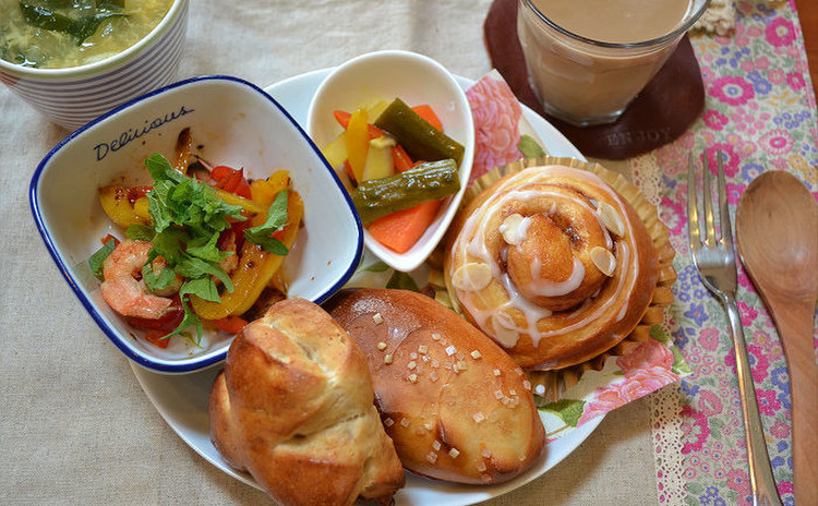 簡単!ホームベーカリーで作る、パン・オ・レ、シナモンロール、くるみパン
