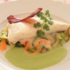 鯛のブレゼそら豆ソース、アスパラと卵の桜えびソース、ライスプディング