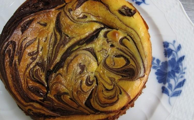 「マーブルチーズケーキ」チョコのマーブル模様のベイクドチーズ15㎝丸型