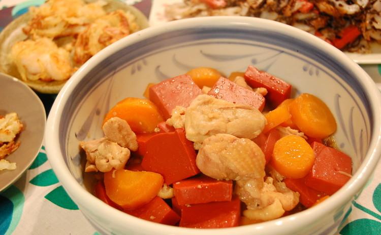 赤こんにゃくと鶏肉の煮物