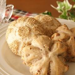 レーズン酵母で作る♪白ごまロールとくるみパン