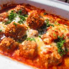 アメリカの定番家庭料理、トマトソースの大きなミートボール