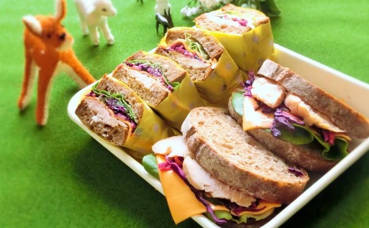 彩り野菜のコールスローと鶏ハムのサンドウィッチ