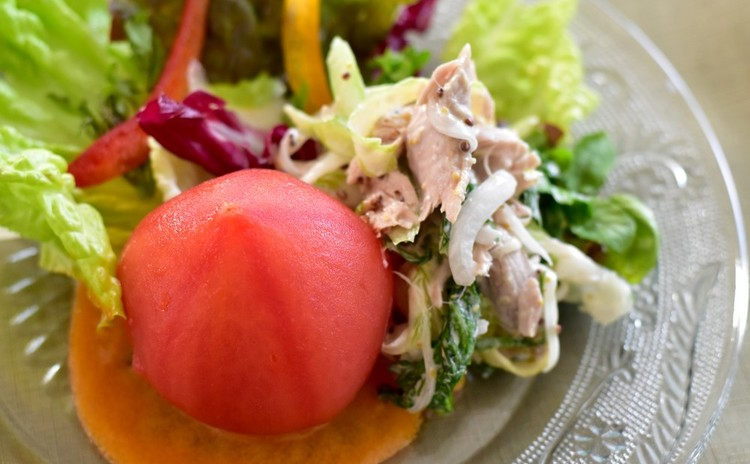 丸ごとトマトのサラダ