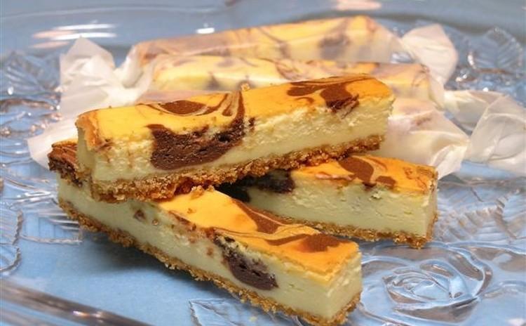 【プロが教える】しっとり濃厚『チョコマーブルチーズケーキバー』