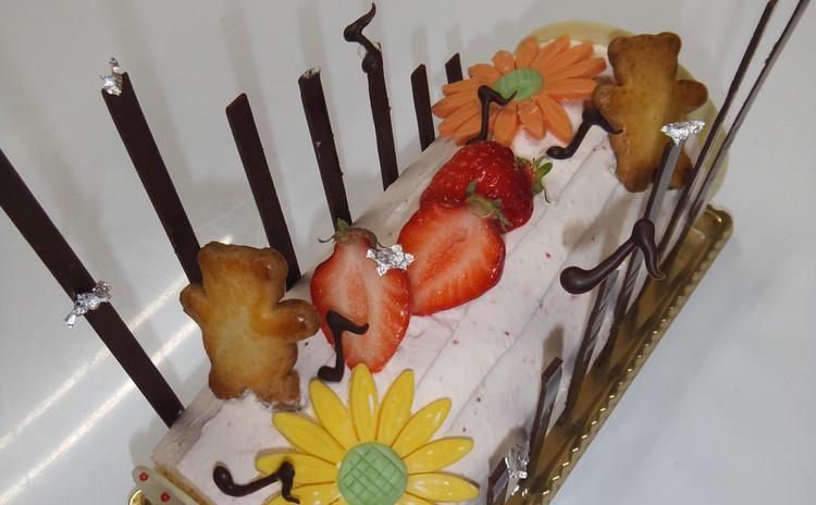 あなたオリジナル、フレッシュ苺のロールケーキ