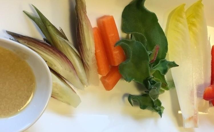 いろいろなお野菜のアンチョビディップ添え