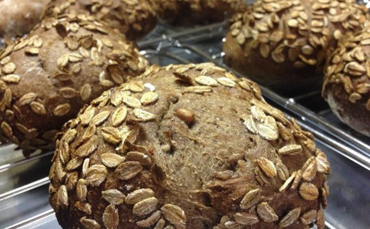 【パン食べ放題】穀物を挽いた粉を含む5種類の粉を使った 自家製酵母パン