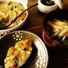 """""""初夏の野菜の蒸らし炒め""""から作る汁とオムレツ、実豌豆の淡煮"""