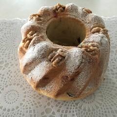 天然野生酵母とフランスパン専用粉で直径19㎝のクグロフを作ります。