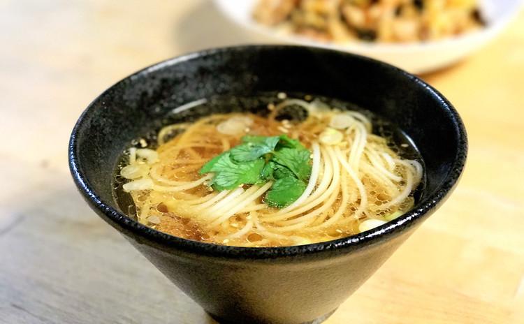 陽春麺(上海ネギ油温麺)