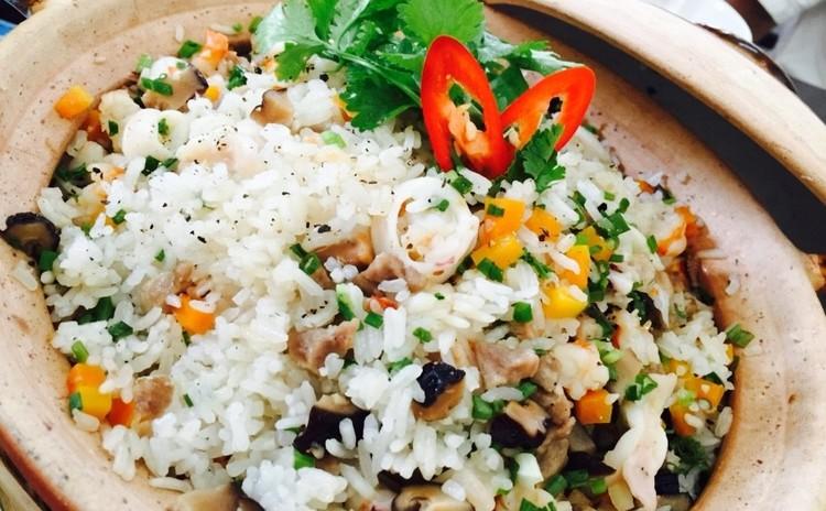 ベトナム料理編 土鍋で炊くシーフードご飯と蟹入り白キクラゲスー