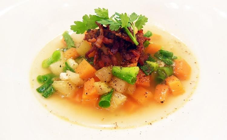 初夏の香り野菜とベーコンのスープ