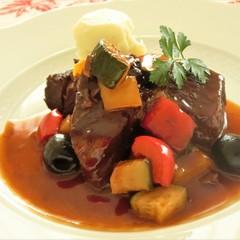 牛肉のプロヴァンス風煮込み、えびとアボカドのオレンジソース、クラフティ