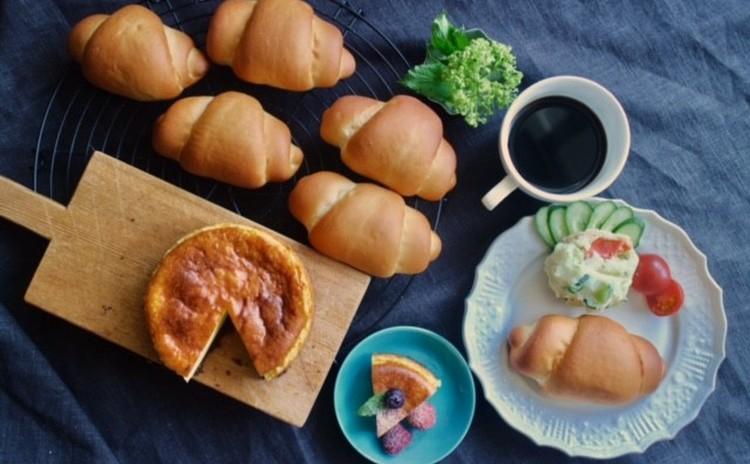 定番のバターロール&ポテトサラダ*デザートはヨーグルトチーズケーキ