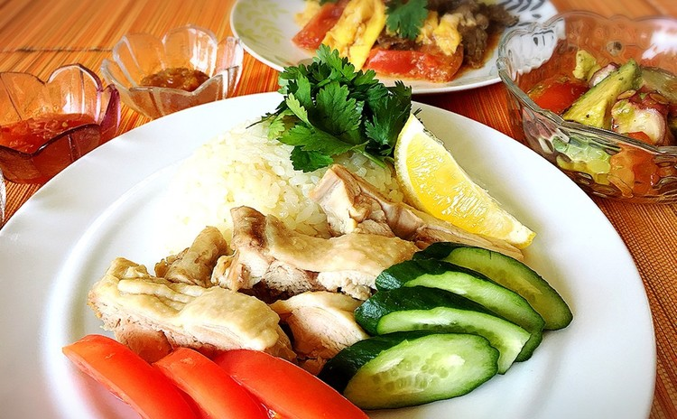 カオマンガイと牛肉と卵のトマト炒め☆バナナのココナッツミルク煮他1品