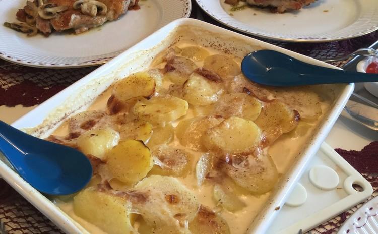 カリッ鶏ももソテーバジルソース添え&ホーローで焼くポテトと野菜二種