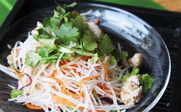 青パパイヤと豚肉のサラダ